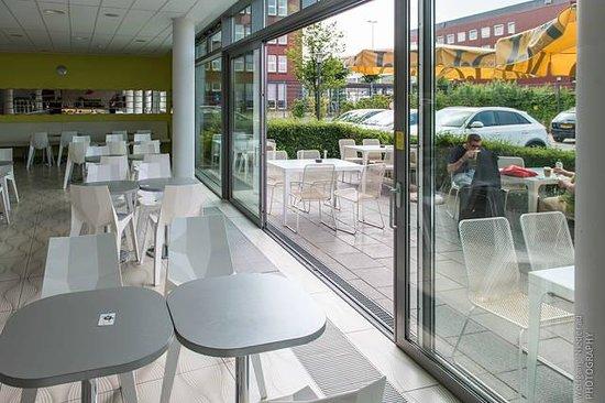 prizeotel Bremen-City: Lobby und Biergarten