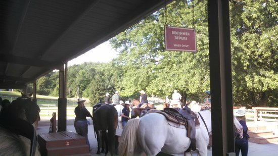 Rocking Horse Ranch Resort: Horse riding Mounting area