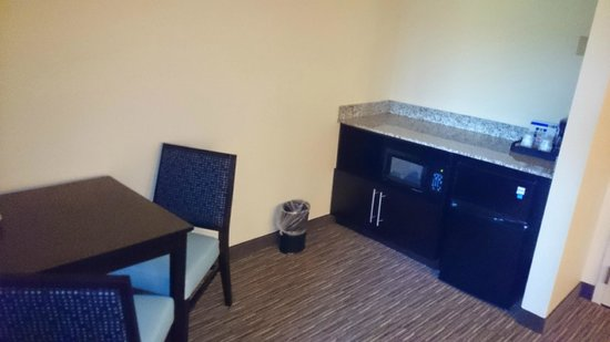 Holiday Inn Express & Suites: Small eating area in the room with microwave and refrigerator.