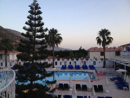 Karbel Hotel: The hotel swimming pool