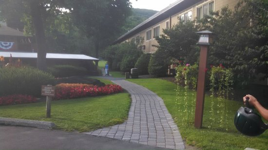 Rocking Horse Ranch Resort: Main Lodge to Stables