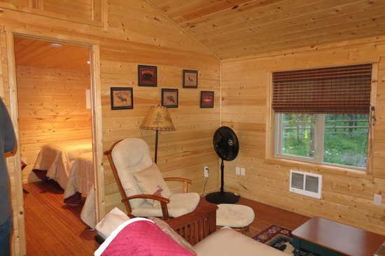 Reclusive Moose Cabins: Living Area