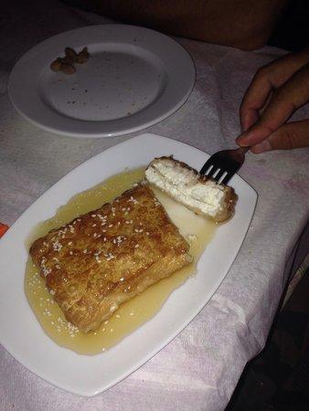 Ratatouille Restaurant: Feta con miele