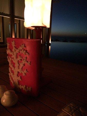 Amirandes, Grecotel Exclusive Resort : Вечерний ресторан на плоту бассейна