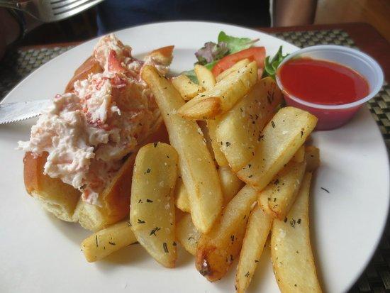 Captain Scott's Seafood Restaurant: Lobster Roll