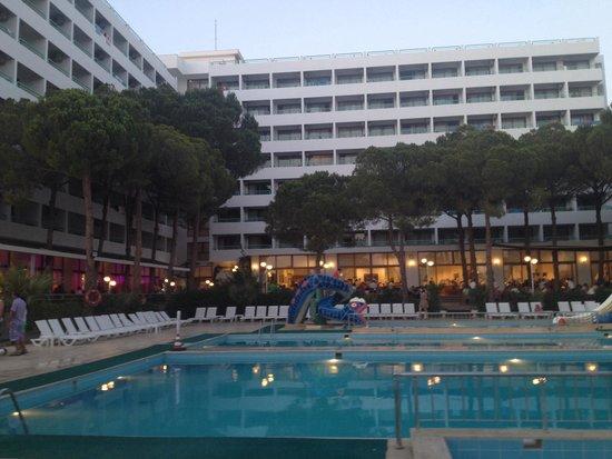 Grand Efe Hotel: Dış görünüm gece