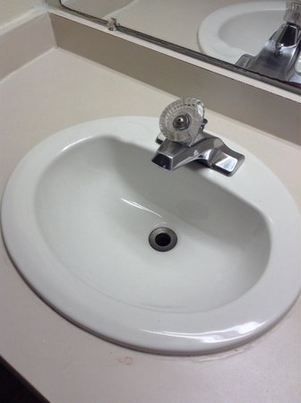 Red Roof Inn - Chattanooga Airport: Sink