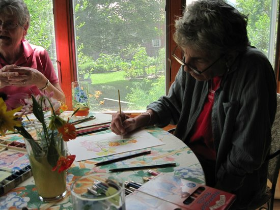 Maple House Bed & Breakfast: Paiting the flowers they drew.