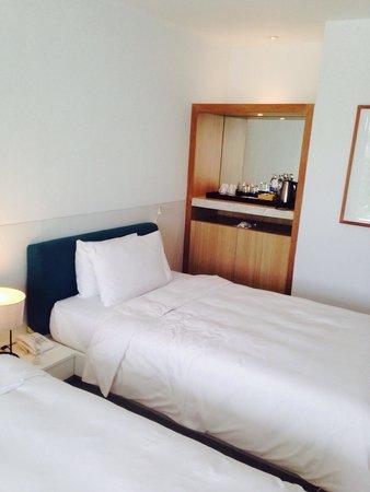 Nap Patong : 部屋はこじんまりしてるが清潔で十分満足できる。タイルが高級感があり、安ホテルなのにリゾート感が出ていい。