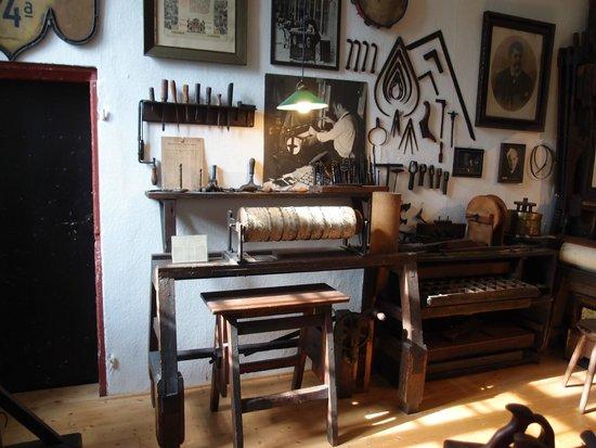 Siegfried's Mechanisches Musikkabinett: A grind organ workshop