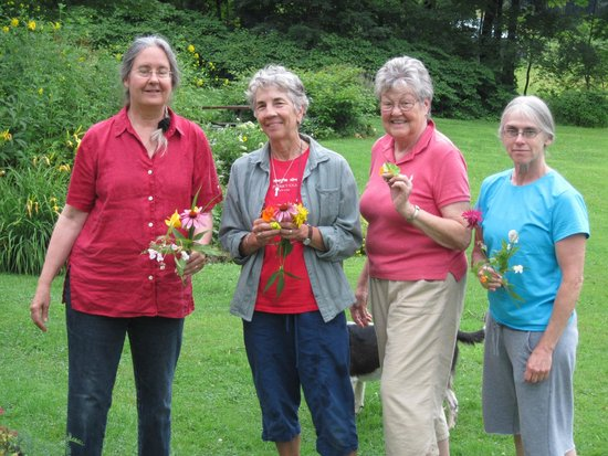 Maple House Bed & Breakfast : Drawing group with their flower selections