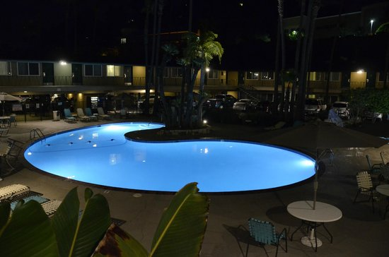 Kings Inn San Diego: The Pool at Night