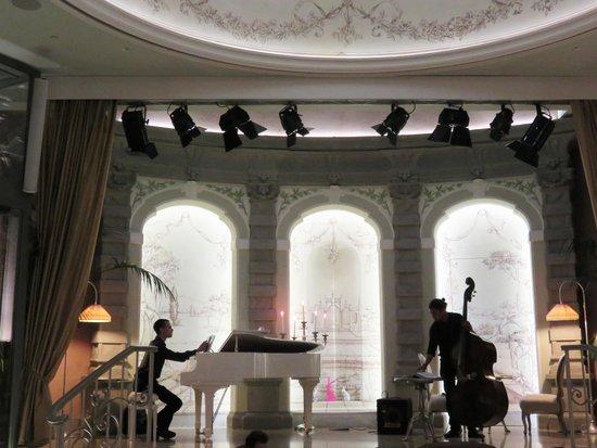 Chateau Monfort: Lounge Bar Mezzanotte