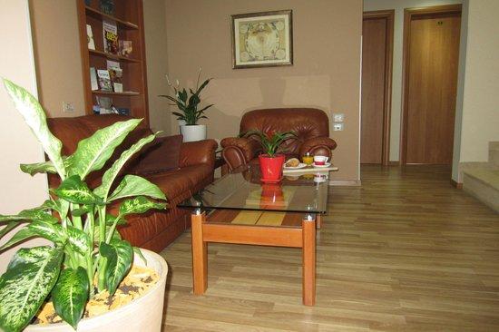 Freddy's Hotel: Living Room