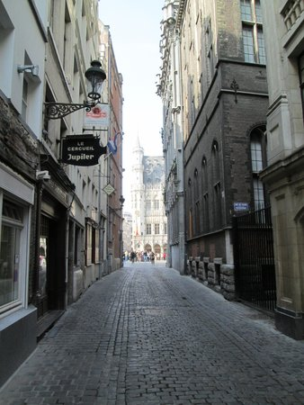 Aris Grand Place Hotel: nearby street