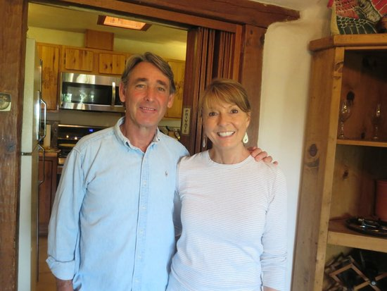 Old Taos Guesthouse B&B: Our hosts Bob and Cady