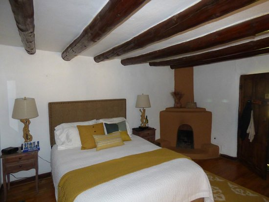 Old Taos Guesthouse B&B: a room in the original section