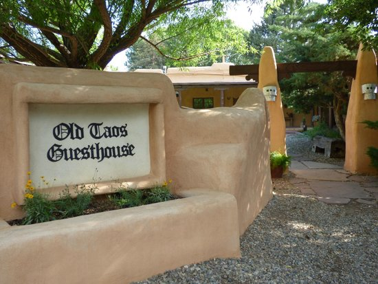 Old Taos Guesthouse B&B: When you enter
