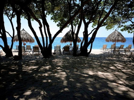 Four Seasons Resort Punta Mita: relax in the shade on the Quiet Beach