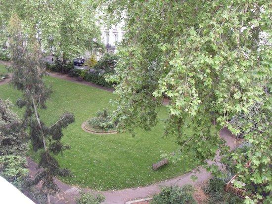 Palace Court Hotel: Habitación con vista al parque