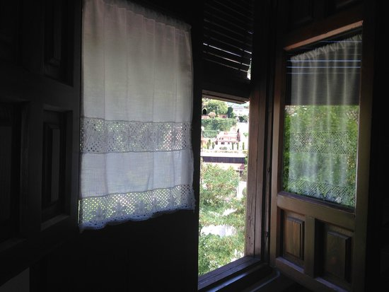 HOTEL CASA MORISCA: view from bathroom window
