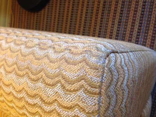 Pointe Hilton Squaw Peak Resort: Filthy couch