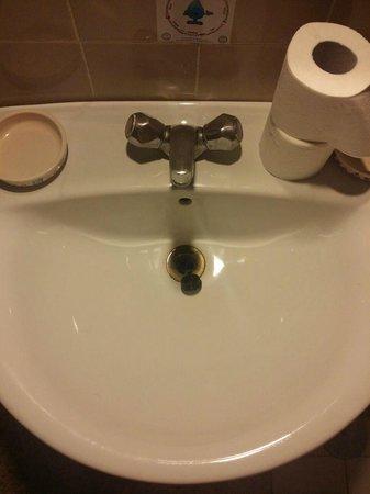 """El Bahia: El lavabo con los """"detalles de aseo"""""""