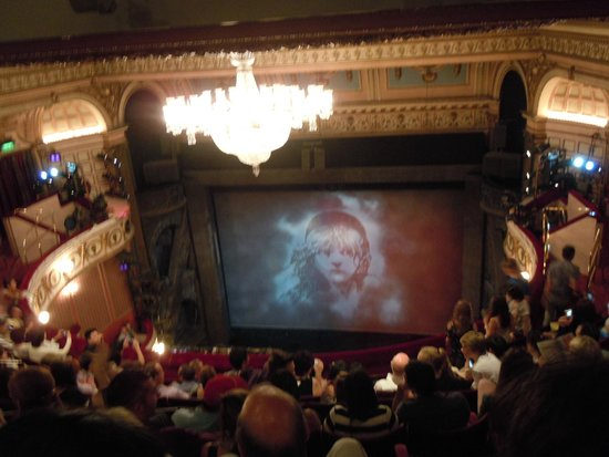 Les Miserables London : Waiting for the music starts!