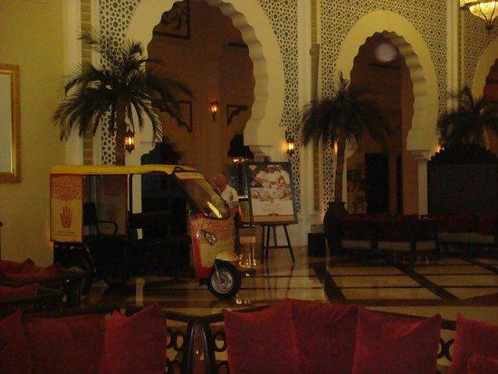 Movenpick Ibn Battuta Gate Hotel Dubai: interior