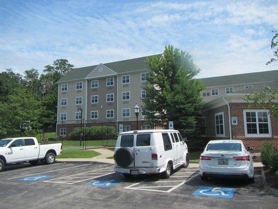 Homewood Suites by Hilton Portsmouth: Devant de l'hôtel 1