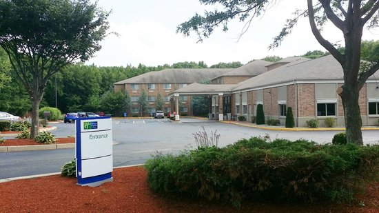 Holiday Inn Express and Suites Smithfield - Providence: As You enter the Lot