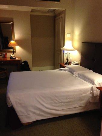 Hotel Dei Mellini: Bedroom from the Bathroom