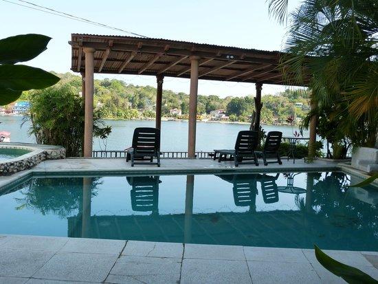 HOTEL SABANA: Pool area