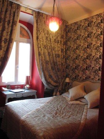 Hotel de Latour Maubourg: Quaint room