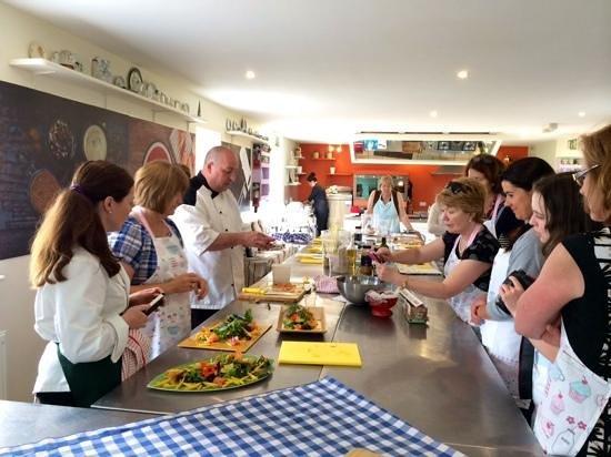 Ballyknocken Cookery School : finishing up the salads