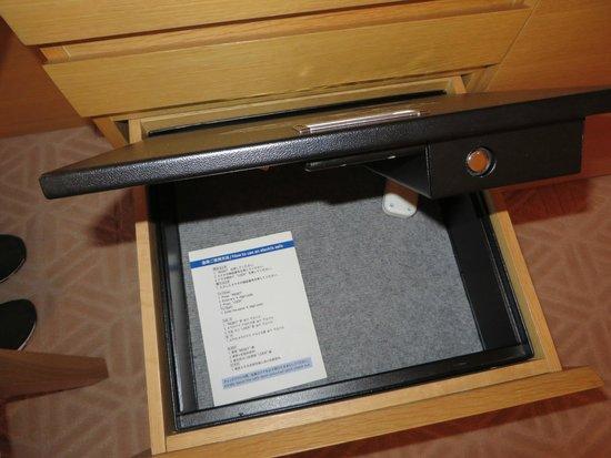 Hyatt Regency Kyoto : In room safe with A/C plug