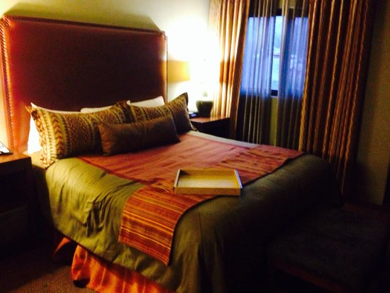 Hyatt Pinon Pointe : The king size bed with a killer view!!!