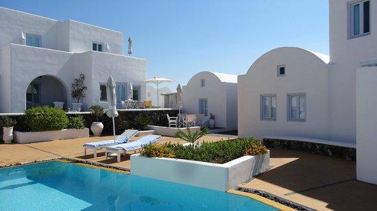 Aria Suites : By pool