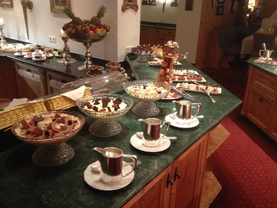 Zurserhof Hotel: Part of the dessert buffet