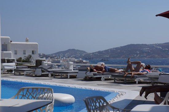 Kouros Hotel & Suites : view from hotel: beautiful water, better view from hotel than town