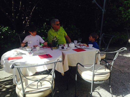 Hotel Relais dell'Orologio : alguns não gostaram, mas fomos tratados muito bem, café da manhã no jardim.