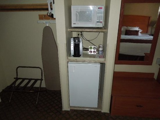 Best Western John Day Inn : Fridge, Microwave and Kuerig Coffeemaker