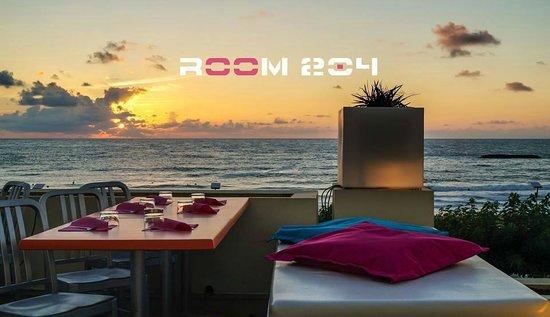 ROOM 204 : .
