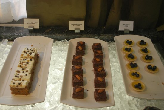 Hong Kong SkyCity Marriott Hotel: Dessert in the Executive Lounge