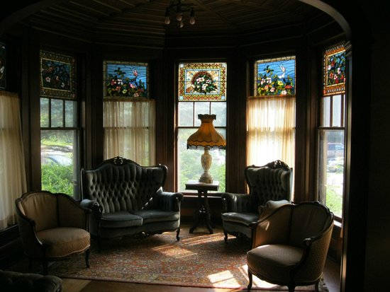 Black Swan Inn Bed and Breakfast: Beautiful stained glass
