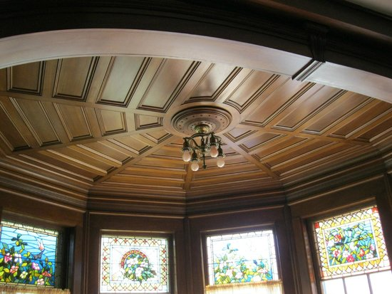 Black Swan Inn Bed and Breakfast: An example of all the detailed wood work.