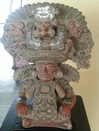 Quality Hotel Americana Nogales: Cool aztec art replica's