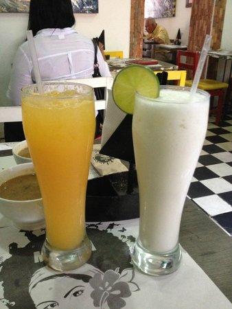 La Mulata: Suco de tangerina e limonada de coco