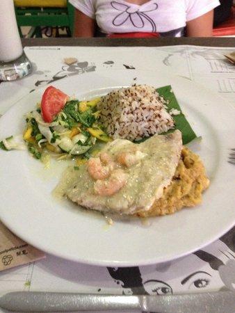 La Mulata: Peixe com saladinha