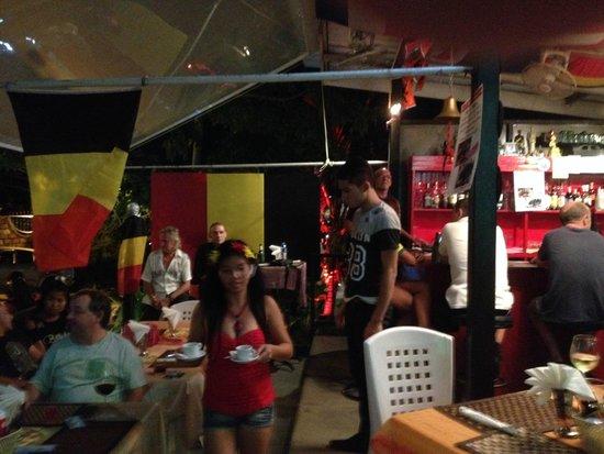 Simon & Oil's Sports Bar & Restaurant: Hang Café